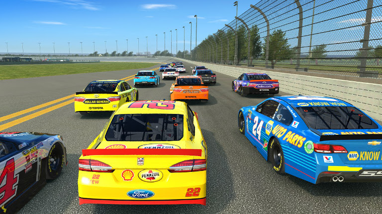 Real Racing 3 - View the race actions from the back of the pack